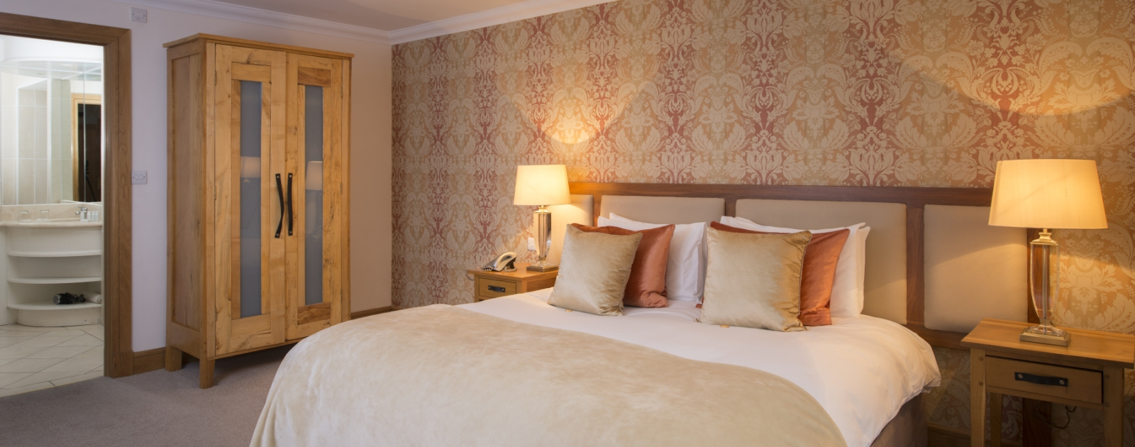 1-bedroom-suite-room-banner